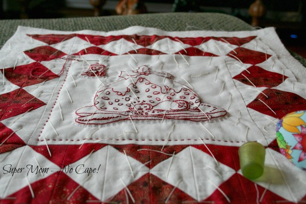 Hand quilting the Christmas mouse wall hanging