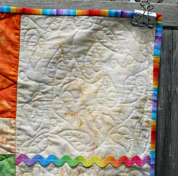 Close up of the fmqing and the binding of the Forest Friends quilt
