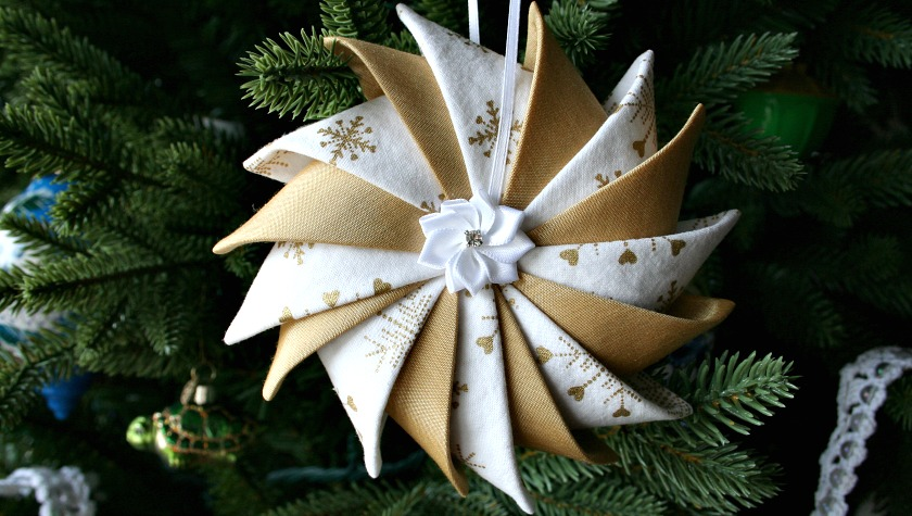Prairie Point Star Ornament with Ribbon Flower Center