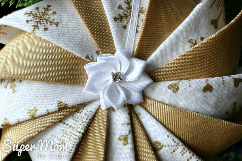Ribbon Flower Center of White and Gold Prairie Point Star Ornament