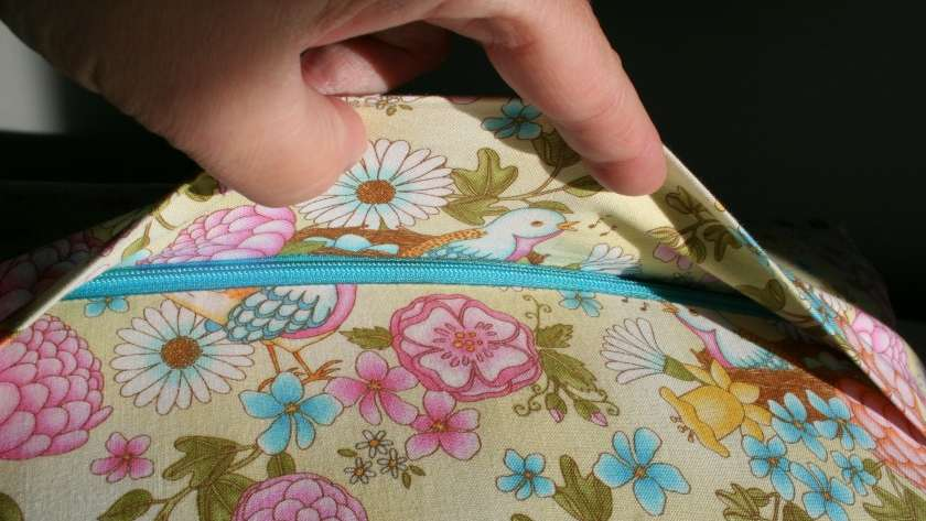 How to Make a Concealed Zipper Pillow Back